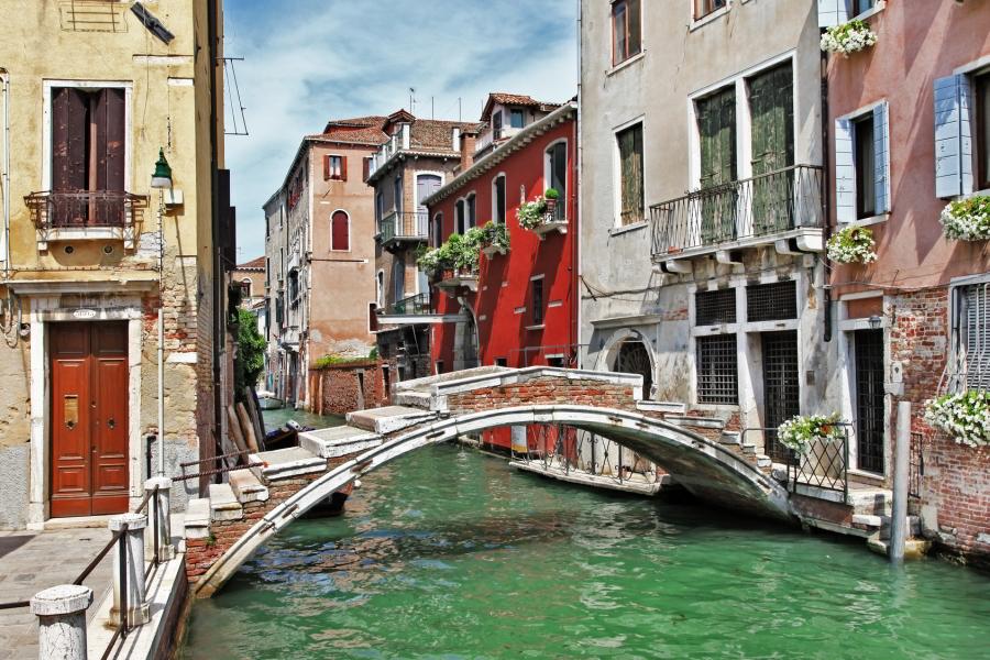 Pequeño puente en Venecia
