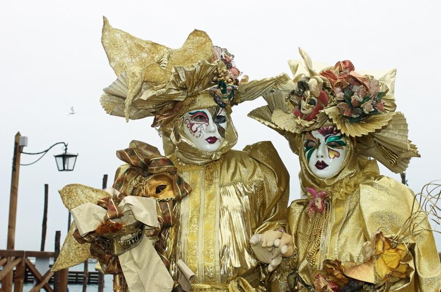 Pareja disfrazada en Carnaval