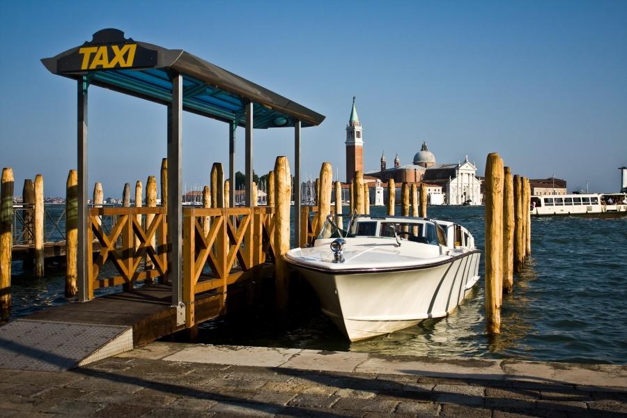Parada de taxis en Venecia