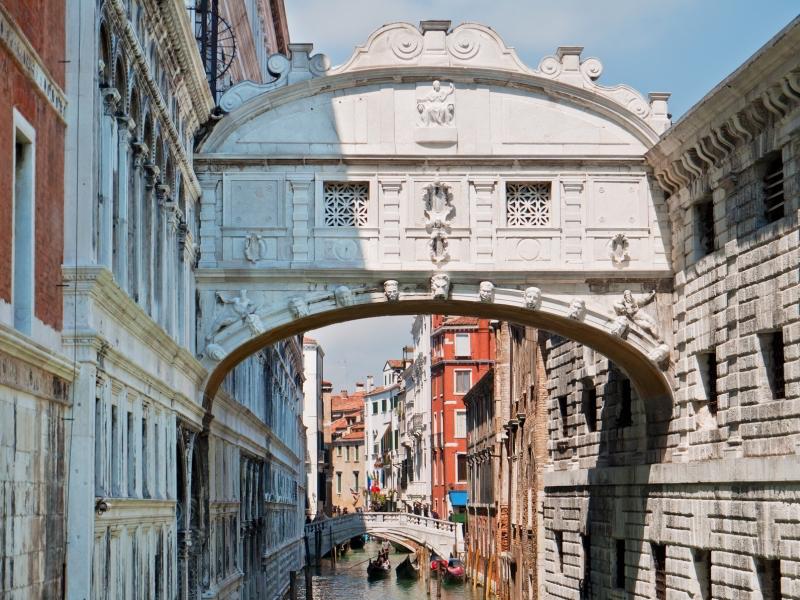 Puente de los Suspiros cerca - Diez visitas inolvidables en Venecia