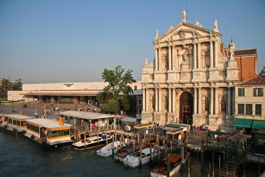 Estaci n de tren en venecia - Estacion de tren puerto de santa maria ...